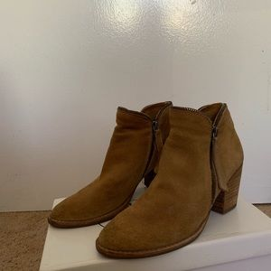 DOLCE VITA CAMEL COLORED BOOTIES SIZE 6.5